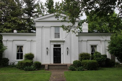 Photo of 305 E Lexington Ave, Danville, KY 40422