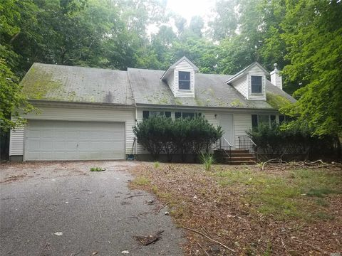 Photo of 370 N Country Rd, Miller Place, NY 11764