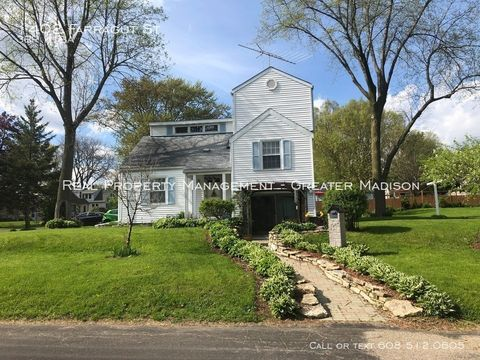 Photo of 1402 Farragut St, Madison, WI 53704