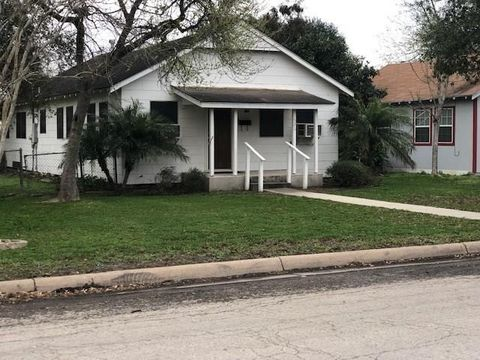 Photo of 526 W A Ave, Kingsville, TX 78363