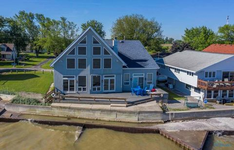 Photo of 9295 W Hollywood Dr, Oak Harbor, OH 43449