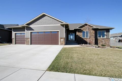 2405 S Durango Cir  Sioux Falls  SD 57110. 6601 E 26th St  Sioux Falls  SD 57110   realtor com