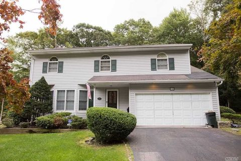 14 Victory Knoll Path, Miller Place, NY 11764