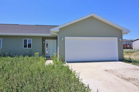 Photo of 1570 47th Loop Se, Minot, ND 58701