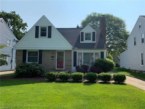 Photo of 1065 Homeland Dr, Rocky River, OH 44116