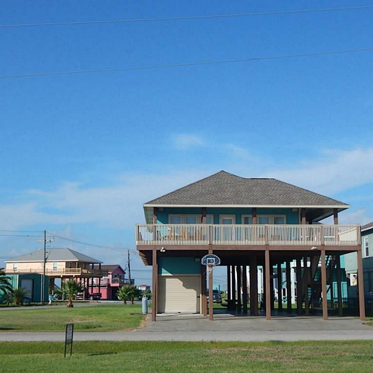 Beach House Rental Crystal Beach: 986 W Albatross Ln, Crystal Beach, TX 77650