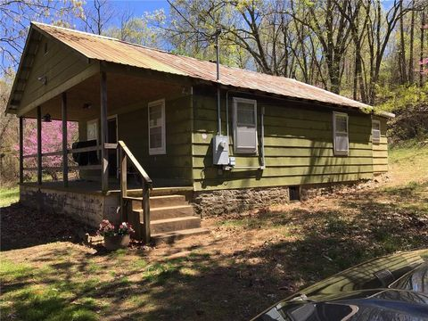 Photo of 556 County Road 915, Green Forest, AR 72638
