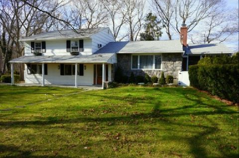 Photo of 9 White Oak, Westhampton, NY 11977