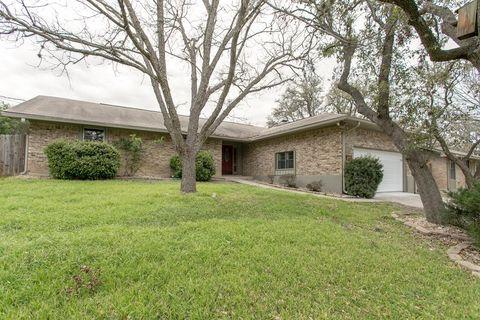 Photo of 975 Ranchero Rd, Kerrville, TX 78028