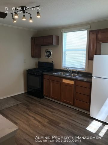 Photo of 916 W 10th St, Sioux Falls, SD 57104