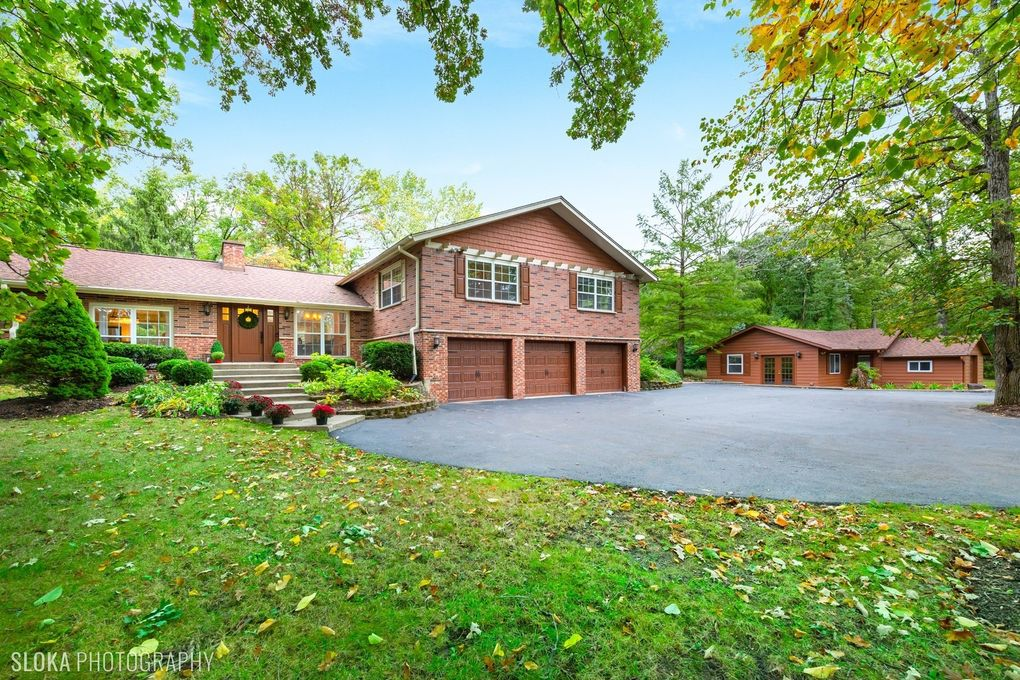 837 N Hawthorne Ln Libertyville, IL 60048
