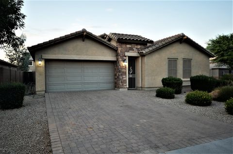 Photo of 634 W Desert Glen Dr, San Tan Valley, AZ 85143