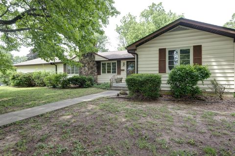 Photo of 2101 E Kirkwood St, Springfield, MO 65804