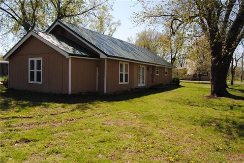 Photo of 102 Holden St, East Lynne, MO 64743