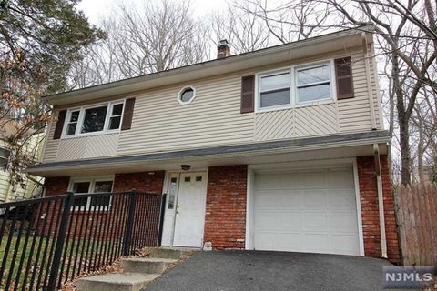 326 Skyline Lake Dr, Ringwood, NJ 07456