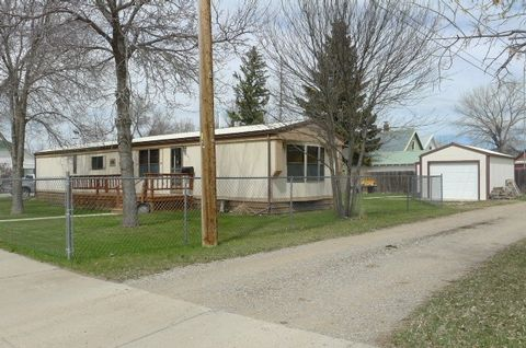 Photo of 823 4th Ave N, Lewistown, MT 59457