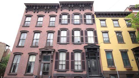Photo of 4 1st St, Albany, NY 12210