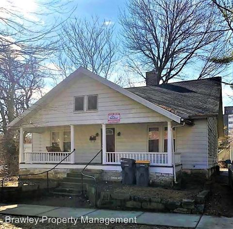 Photo of 418 E 8th St, Bloomington, IN 47408