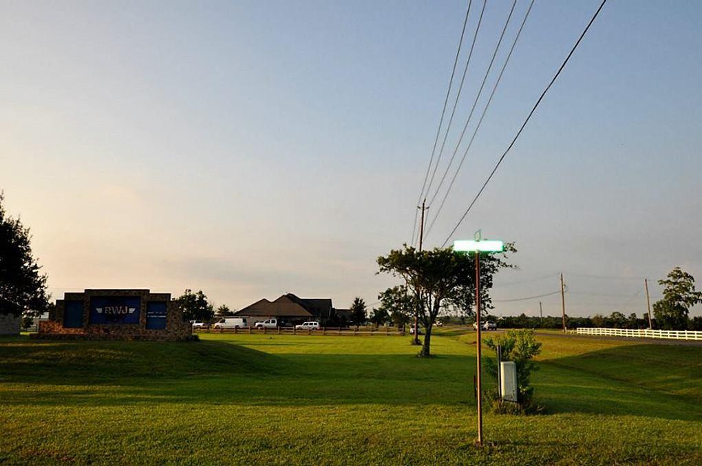 4302 Lawrence Dr, Beach City, TX 77523