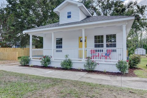 Tremendous Waterfront Homes For Sale In Cape Fear Nc Realtor Com Home Interior And Landscaping Analalmasignezvosmurscom