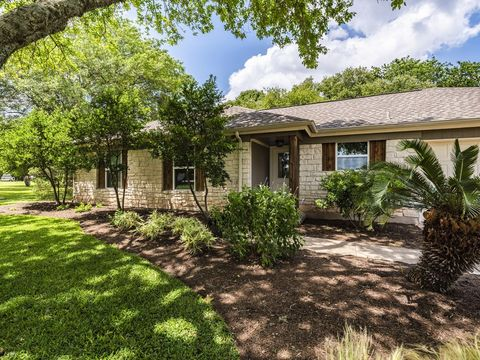 Photo of 404 Bobwhite Cir, Kyle, TX 78640