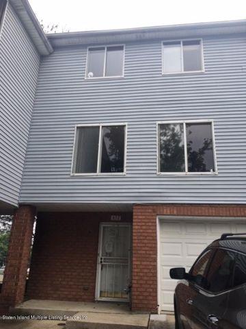 Photo of 657 Ilyssa Way, Staten Island, NY 10312