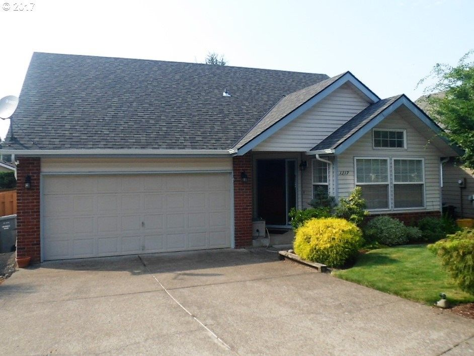 1317 S Cedar Dr, Canby, OR 97013