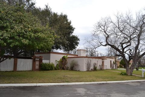 Photo of 200 W Benson Rd, Uvalde, TX 78801