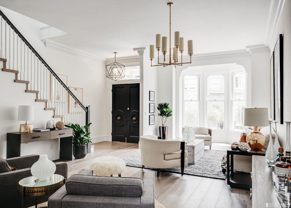 przepiękny stary dom w klasycznym stylu
