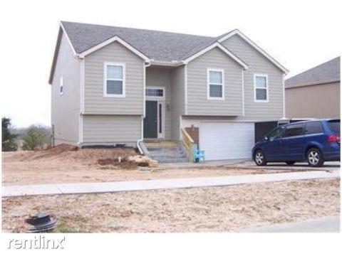 Photo of 1509 Hickory Ln, Junction City, KS 66441