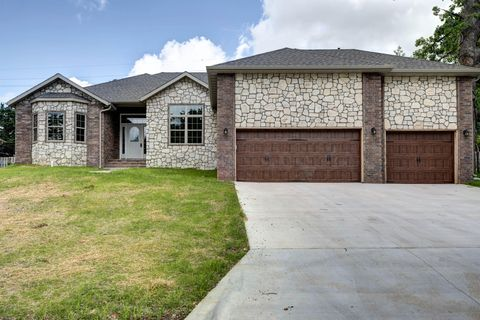 Photo of 1524 S Essex Rd, Springfield, MO 65809