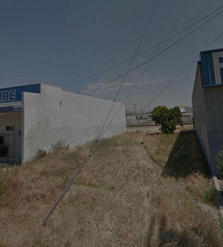 1214 Academy Ave, Sanger, CA 93657