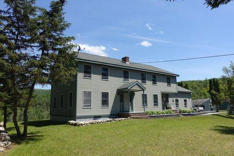 51 Lake View Dr, Pownal, VT 05261