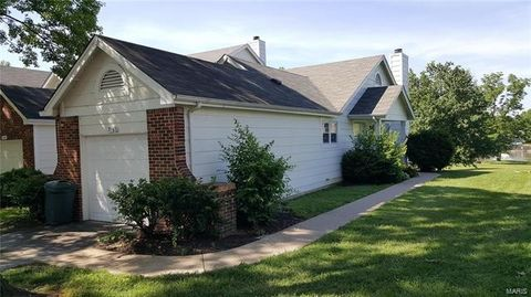 3160 Autumn Trace Dr, Maryland Heights, MO 63043