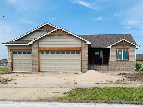 Photo of 748 N Wakefield Ave, Valley Center, KS 67147