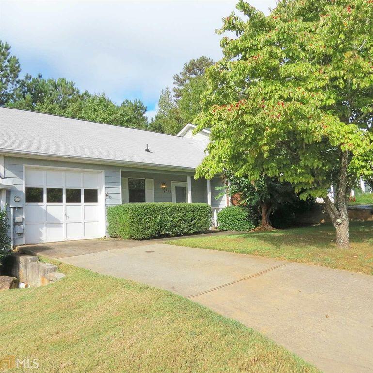 213 Oak Cir N Stockbridge, GA 30281