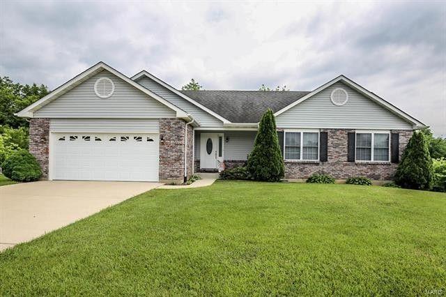 298 Bridgewater Heights Dr, Villa Ridge, MO 63089