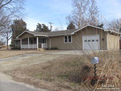 Photo of 604 N Putnam St, Bennington, KS 67422