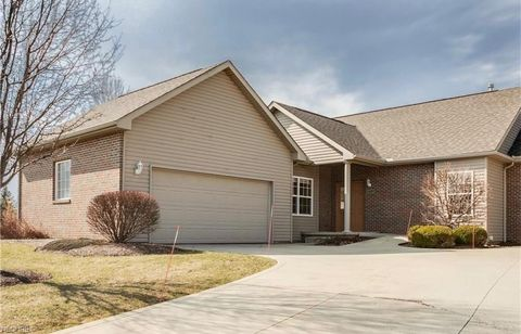 Photo of 2413 Becky Cir, Stow, OH 44224