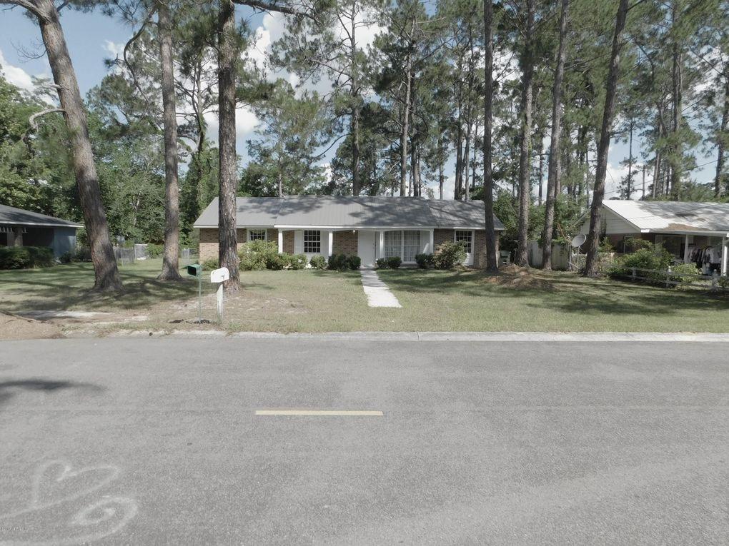 2105 Lakeview Dr, Waycross, GA 31501