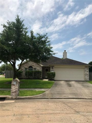 Photo of 5010 Chasewood Ct, Bacliff, TX 77518
