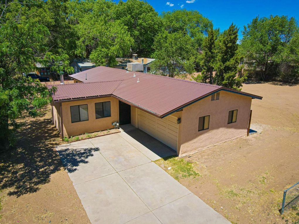 512 Circle Dr NE Los Lunas, NM 87031