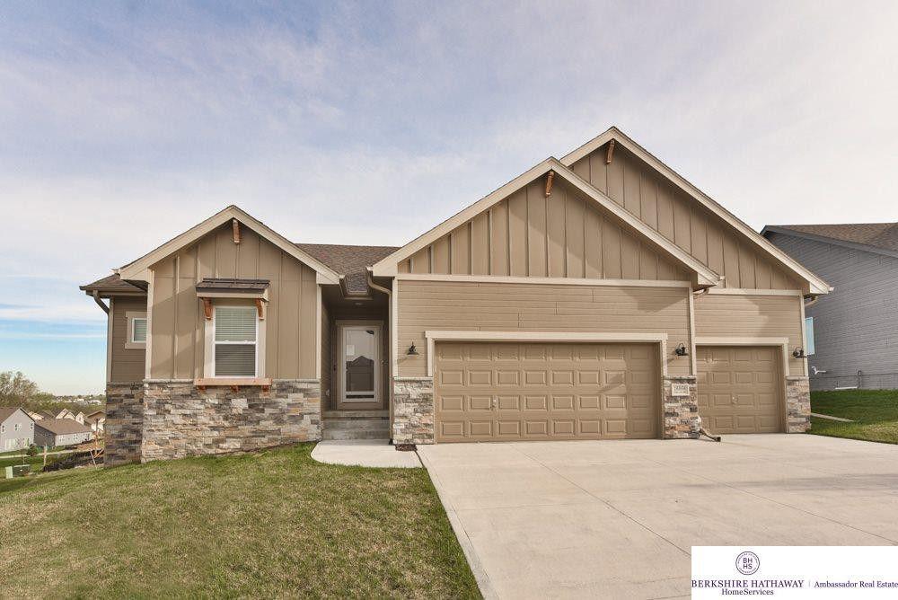 16866 Rose Lane Rd, Omaha, NE 68136