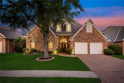 Photo of 844 Canyon Crest Dr, Irving, TX 75063
