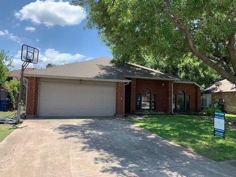 Photo of 6620 Summer Hill Ln, Watauga, TX 76148