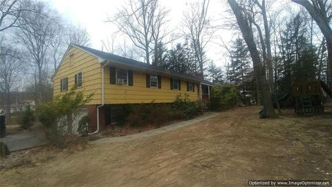 Photo of 39 N Little Tor Rd, New City, NY 10956