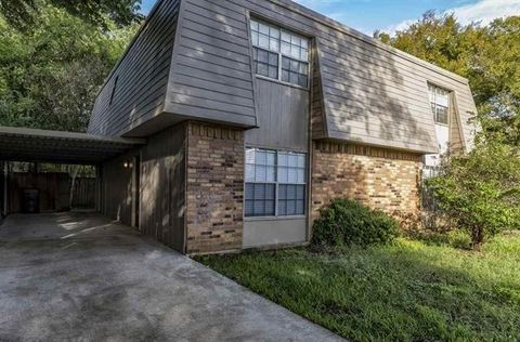 Photo of 4150 Crow Rd Apt 13, Beaumont, TX 77706
