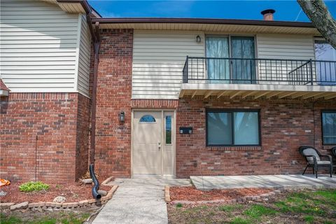 Photo of 4 S Greenwood St Unit 4, Greenwood, IN 46142