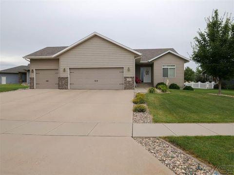Photo of 3908 E Brookline Dr, Sioux Falls, SD 57103