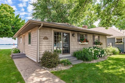 Photo of 8256 E Highland Dr, Syracuse, IN 46567